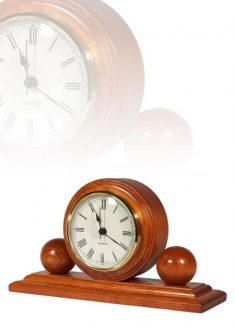 Asztali óra gömbökkel a két oldalán, MC105
